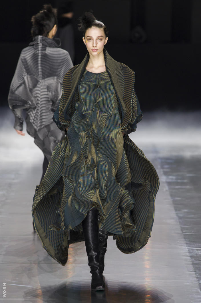 Universidad_Jannette_Klein_blogjk_Top_20_womenswear_brands_to_ watch_Paris_Fashion_Week_Fall_2016_Issey_Miyake